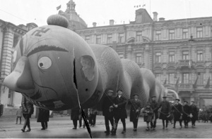 Moscow, 1934 Inflatable snake at the Red Square on the 17th Celebration of the October Revolution. Krasnagolsk Archive. Photographer unknown. Courtesy Artúr van Balen Collection
